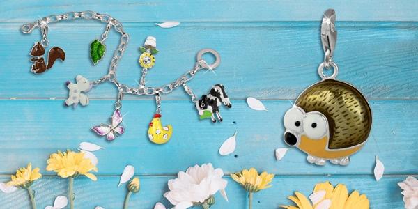 Charms mit tollen Frühlingsmotiven wie Igel, Kuh, Blume oder Schmetterling